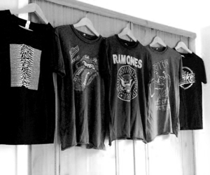 ramones, t-shirt, and black and white image