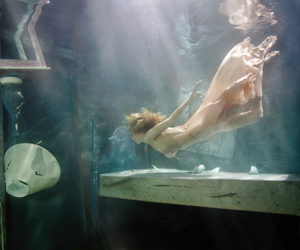 water, underwater, and lamp image