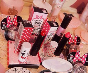 makeup, minnie, and minnie mouse image