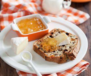 bread, raisin, and brandy image