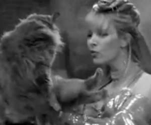 Lisa Kudrow, smelly cat, and phoebe buffay image