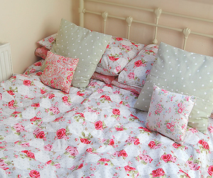 bed and pillow image