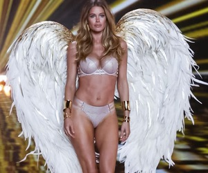 lingerie, beautiful body, and fashion show 2014 image
