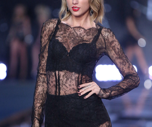 Taylor Swift, blonde, and show image
