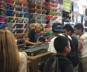 curren caples and skate shop image