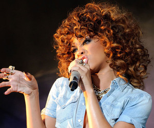 rihanna and curls image