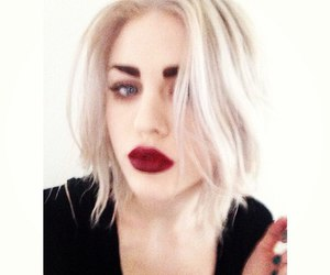 beautiful, pale skin, and frances bean image