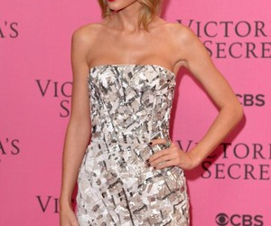 Taylor Swift and Victoria's Secret image