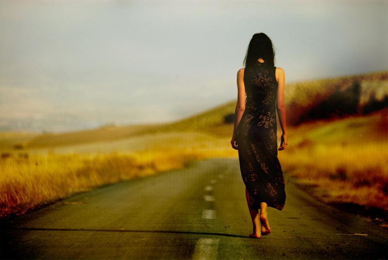 تفسير المشي في الحلم رؤيا السير في طريق في المنام