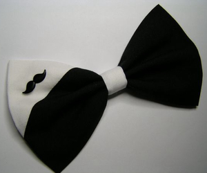 bow and black and white image