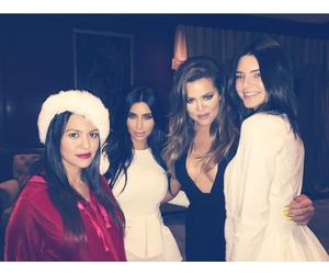 christmas, kim kardashian, and sisters image
