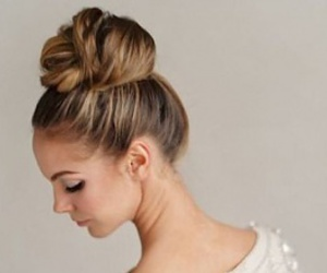 blonde, bun, and chic image