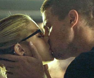 kiss, arrow, and oliver queen image