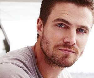 stephen amell, arrow, and oliver queen image