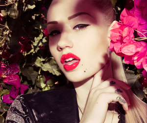 iggy azalea and flowers image