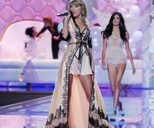 1989, Taylor Swift, and vs fashion show image