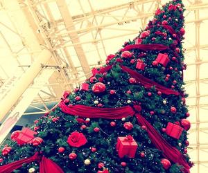 christmas, red, and tree image