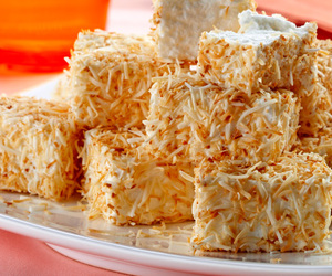 sobremesa, toasted coconut, and dessert image