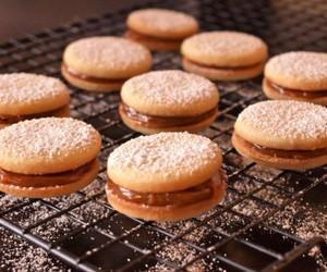 sandwich cookies image