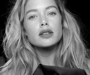 black and white, Doutzen Kroes, and fashion image