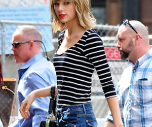 Taylor Swift and singer image