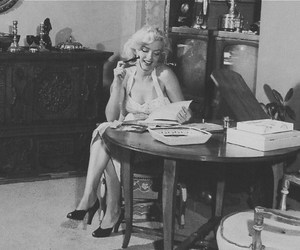 Marilyn Monroe, read, and sexy image
