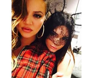 khloe kardashian and kendall jenner image