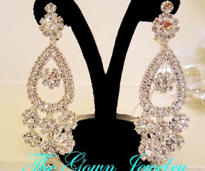 wedding jewelry, bridal earrings, and bridal crowns image