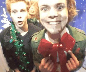 ashton irwin, 5 seconds of summer, and michael clifford image