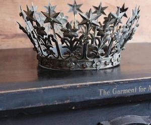 vintage and crown image