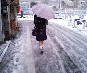 japan, snow, and umbrella image