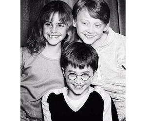 black n white, hogwarts, and ronald weasley image