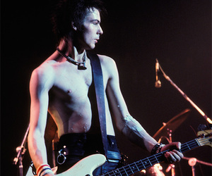 sid vicious and sex pistols image