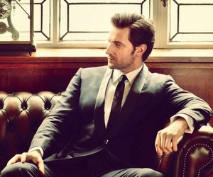 richard armitage and suit image