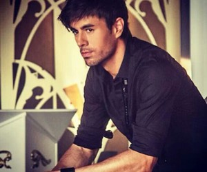 enrique iglesias and singer image