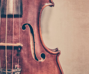 music and violin image