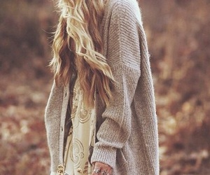 outfit, autumn, and blonde image