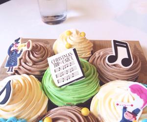 christmas, cupcake, and nom nom nom image