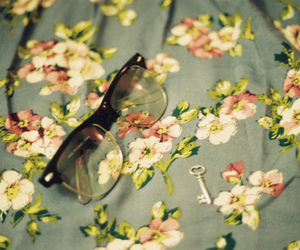 accessorie, glasses, and key image
