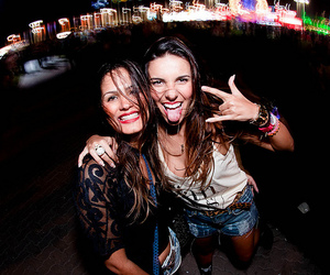 girls, rock in rio, and carolina neves image