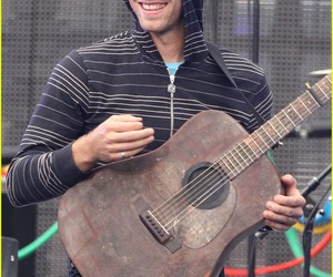 Chris Martin, coldplay, and guitar image