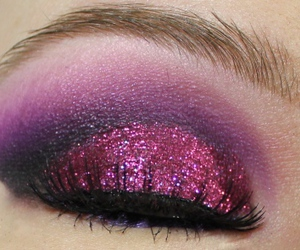 eyeshadow, makeupartist, and glitter image
