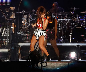 rihanna and rock in rio image