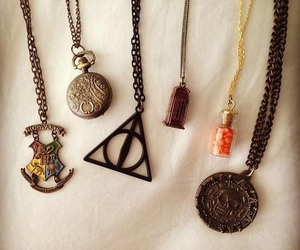 harry potter, necklace, and hogwarts image