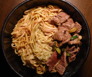 beef, scallion, and instant noodles image