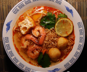 bell pepper, instant noodles, and tom yum image
