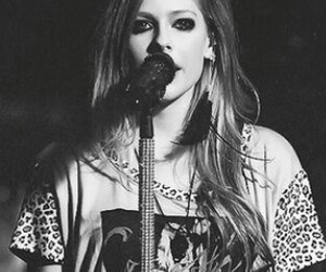 Avril Lavigne, blackandwhite, and blonde image