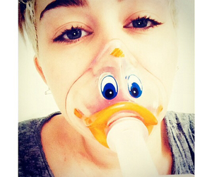 miley cyrus, sick, and sixk image