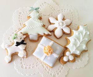 christmas, gingerbread, and snowflake image