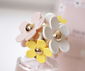 daisy, marc jacobs, and flowers image